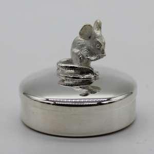 Boite à dents en argent massif décorée d'une jolie petite souris personnalisable par une gravure